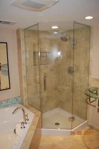 Neo angle glass shower and tub