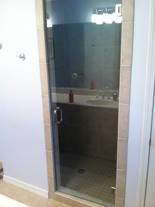 Glass panel shower door
